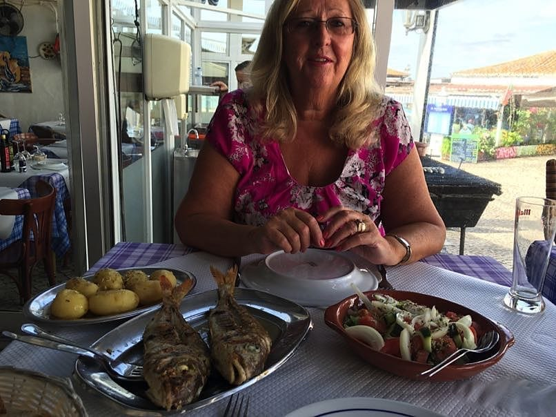 Chris eating Fish Alvor