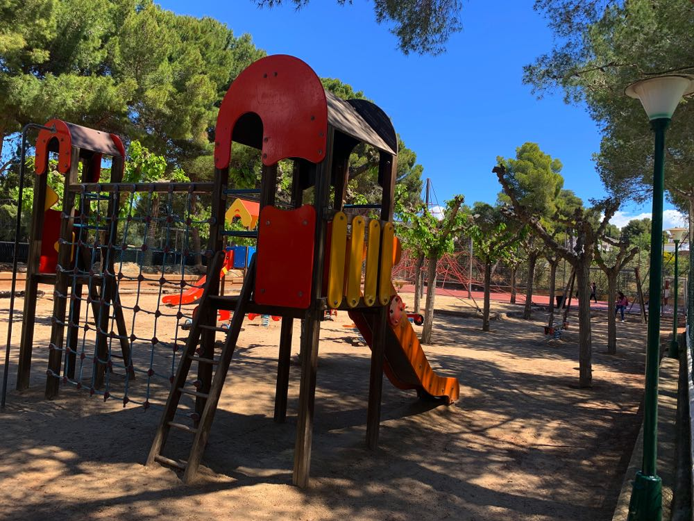 Campinf-Bara-childrens-play-area