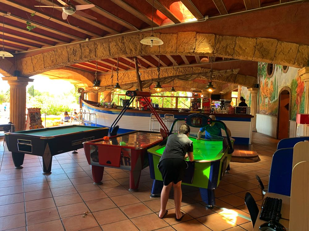 Camping-Bara-Snack-bar-games-area
