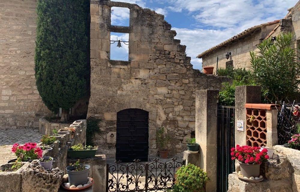 Explore Les-Baux-de-Provence – Beautiful hilltop village