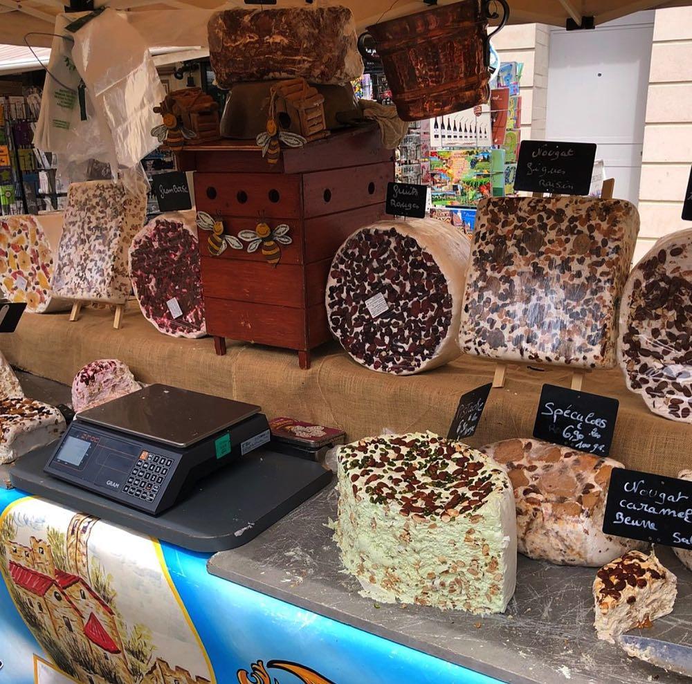 Cheese-stall-on-market-L'isle-sur-la-Sorgue